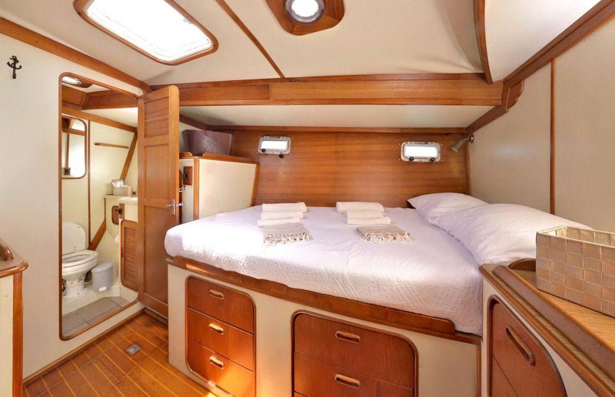 Irwin Yachts USA Ketch 5