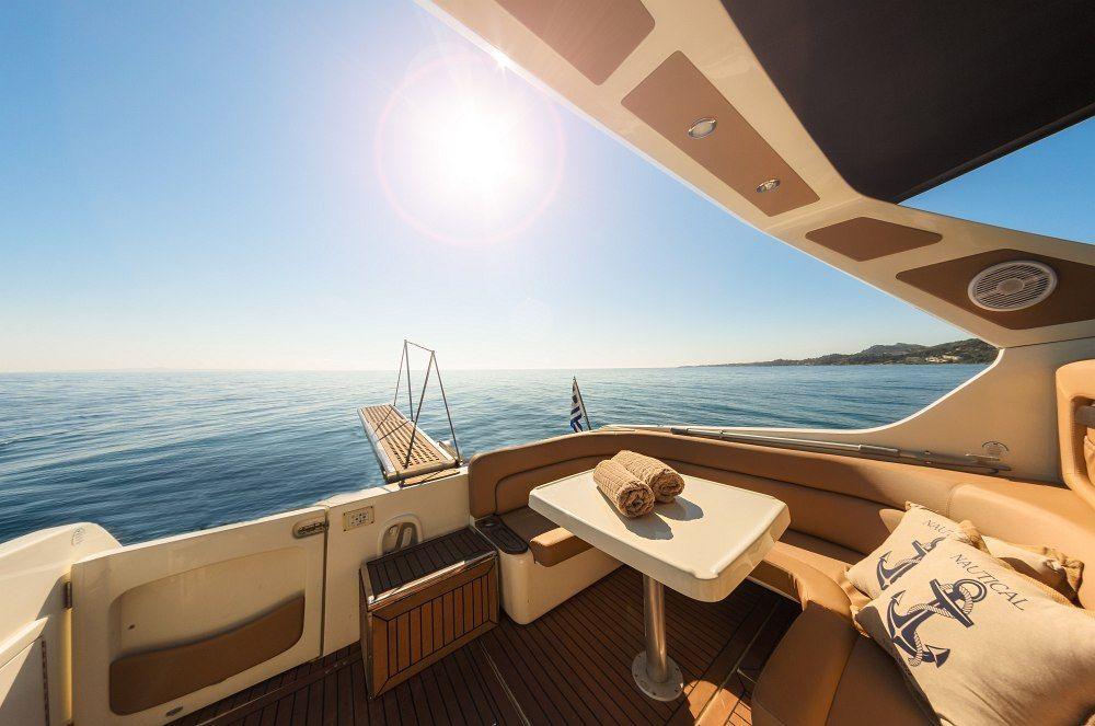 Cranchi-Italie smeraldo Santorini Yacht Cruises  5