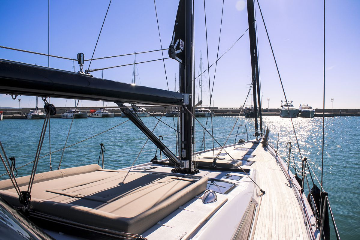 Dufour Yachts 56 Exclusive INVICTUS 19