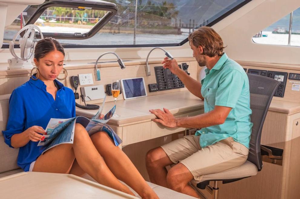 Seawind  1600 Performance Cruiser 9