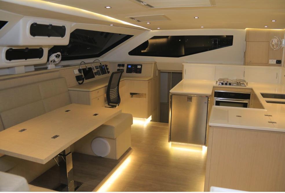 Seawind  1600 Performance Cruiser 14