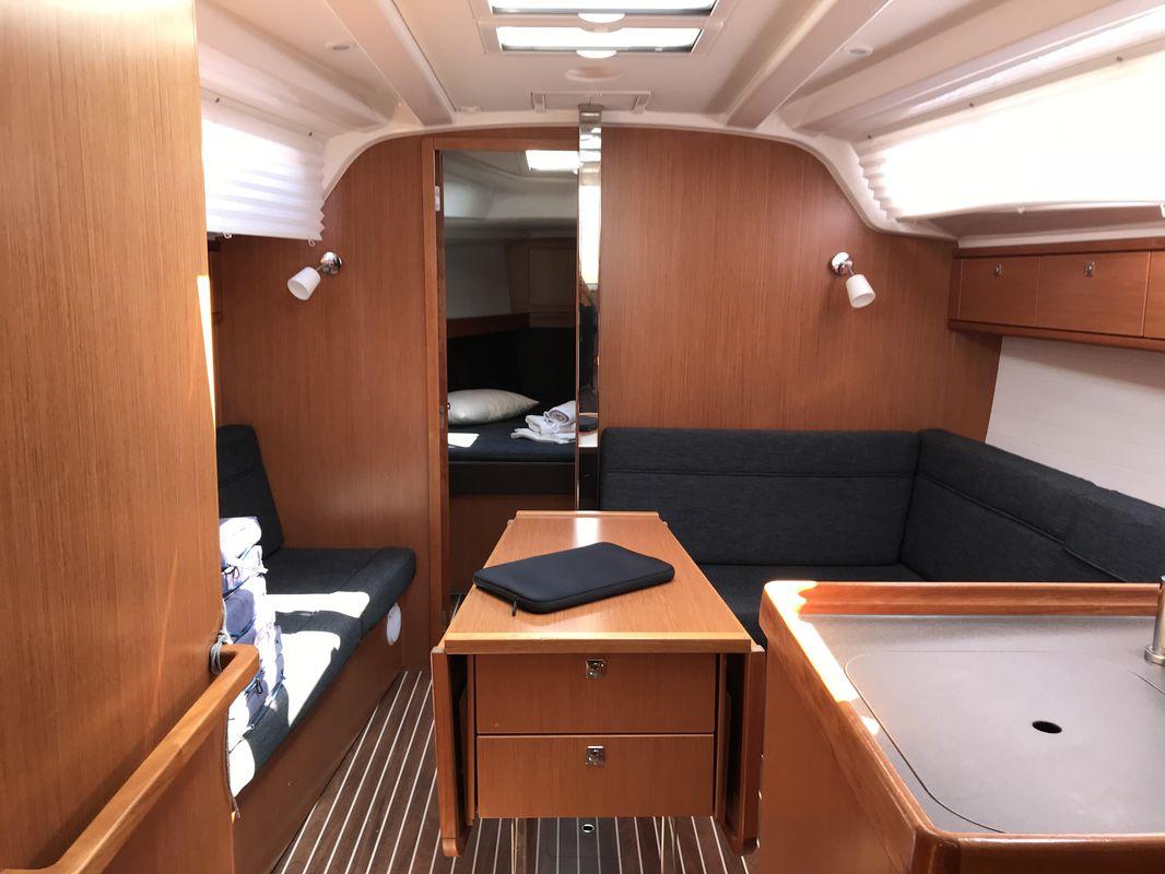 Bavaria Cruiser 37 9