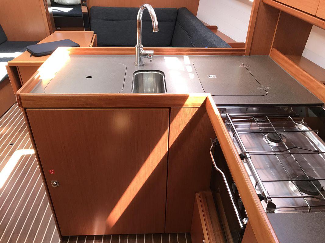 Bavaria Cruiser 37 10